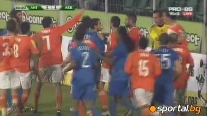 Литекс - Левски 2 1, масов бой между играчите и два червени картона