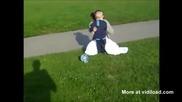 Смях Майките не бива да играят футбол с децата си :х