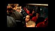 Автобусът на Юнайтед спря за български фенове на Бербо и компония