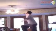 Идиот опитва да победи вентилатор