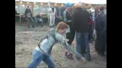 Надрусан пич танцува (мн смях хd )