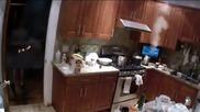 Баба се запалва по време на готвене