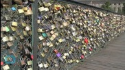 Paris Cuts 'love Locks' From Bridges
