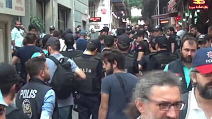 Turkey: Police breaks up LGBT protest with tear-gas in Istanbul