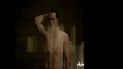 Tvd s2e13 / Damon is taking a hot shower