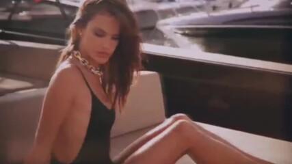 Сексапилната Алесандра Амброзио с горещи кадри по бански