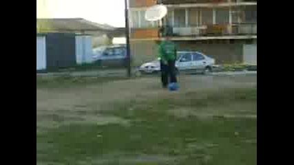 Ven@7@ Svetlo I Moni Play Footbal