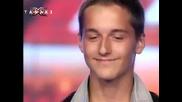 Justin Bieber ряпа да яде пред това момче - X - Factor България 16.09.11