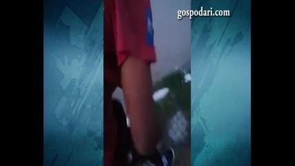 Мъж бие ром
