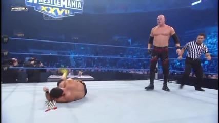 Kane counters a Frog Splash and hits a Chokeslam on Chavo Guerrero