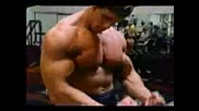 Аrnold Schwarzenegger - Тренира Бицепс