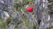 Рискови скокове с парашут от близко разстояние със земята!