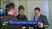 Така се решават споровете в парламента на Украйна