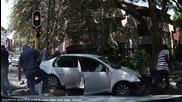 Полицаи бъркат въоръжени крадци на автомобил в Южна Африка