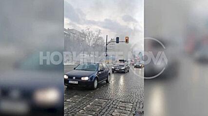 """От """"Моята новина"""": Кола горя близо до """"Пирогов"""""""