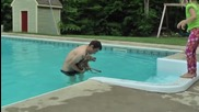 Изваждане на бебе сърна паднало в плувен басейн.
