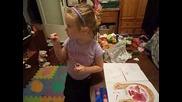 Малката ми художничка, с умения - рисува с двете ръце едновременно! 22.08.14