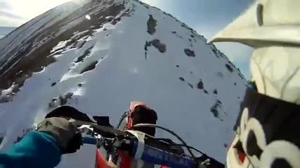 Екстремно каране по ръба на планината!