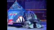 Razer vs Aggrobot (robot Wars Battle)