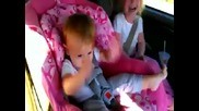 Реакцията на Бебето като пуснаха Гангнам Стайл ! - Смях