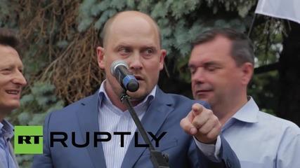 Ukraine: 'Stop Yatsenyuk!' say protesters outside parliament in Kiev
