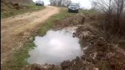 Гачо полива нивата си с лук незаконно ползвайки реката !