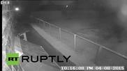Великобритания: Две алпаки биват замервани с градинска мебел в Ланкашир