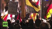 """Протести """"за"""" и """"против"""" бежанците в немския град Ерфурт"""