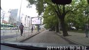 Нагъл шофьор излезе от тротоара и мина на чевено С 6217 Мт