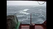 Кораб Lzka Минава Бискайския Залив