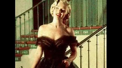 Marilyn Monroe - In The Waiting Line