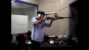 откачени - Араби се учат да стрелят с пушка , да се напикаеш от смях ;d