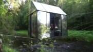 Нощувка за смелчаци в стъклена къща над реката (ВИДЕО)