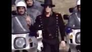 Майкъл Джексън Се Снима С Полицията