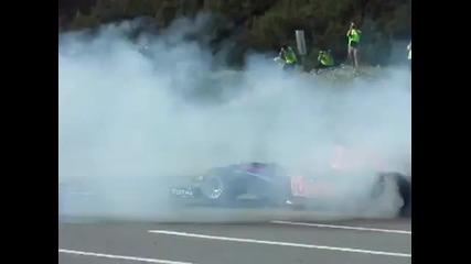 F1 - 2011 - идиот скача пред болида
