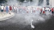 """Френските полицаи пак пуснаха сълзотворен газ пред """"Велодром"""""""
