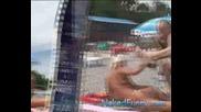 Голи И Смешни - Скрита Камера На Плажа ( Перфектно Качество )