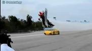 Състезание между ламборджини и самолет