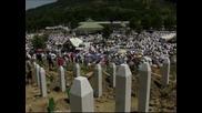 Отбелязаха 17 години от масовите убийства на мюсюлмани в Сребреница