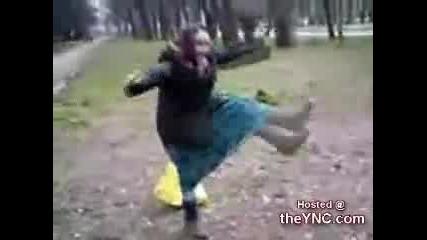 Луд смях !! Адската луда бабка върти !!