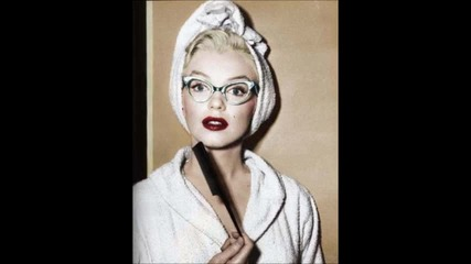 Marilyn Monroe - Santa baby (превод)