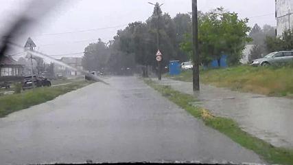 Пороен дъжд превърна в реки улиците в Разград