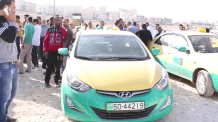 Jordan: Hundreds of taxi drivers protest in Amman
