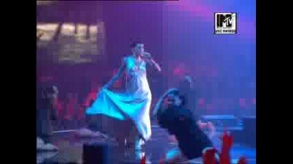 Nelly Furtado -Maneater(live mtv ema 2006)