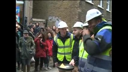 Състезание по надбягване с тигани с палачинки се проведе в Лондон