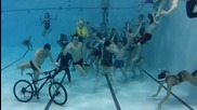 Ненормалници в басейн - Harlem Shake