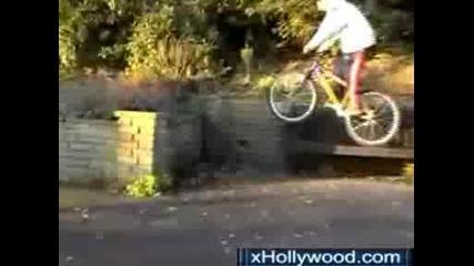 дебил се пребива с колело