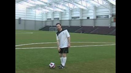 Как да вдигнете топката за жонглиране с вътрешната си част на крака- Уроци за начинаещи