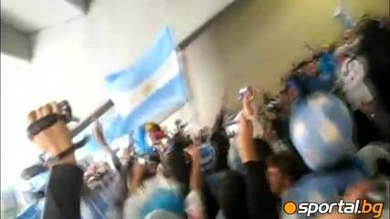 vamos vamos argentina, vamos huadores a ganiar - World Cup 2010 Argentina fans singing