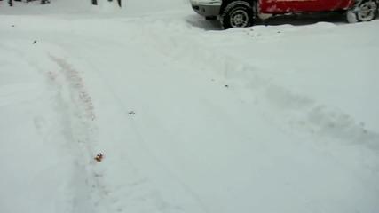Как се вади от гараж Audi S4 Quattro /500 коня/ през зимата? Това кола ли е, или снегорин?!